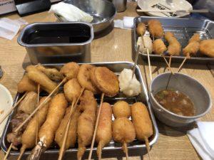 大阪新世界にある【元祖串カツ だるま】の串カツが史上最強に美味い、ガチで