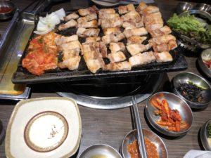新大久保にある【プングム】で韓国料理味わえ!サムギョプサル最高!