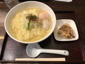 新宿にある【麺屋 海神】の魚介ラーメン美味すぎて涙が零れて海が出来た(意味不明)