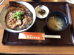西武秩父(埼玉県)にある【秩父名物 豚みそ丼本舗 野さか】が想像を絶する美味さ!行列に並ぶけど見返り大きすぎ