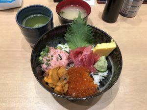豊洲市場にある【築地 海鮮丼 大江戸】が最高の最高に美味い!ただ早起きしないと食えないから朝弱い人は要注意!