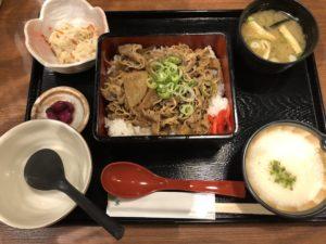 大宮OIOIにある【ご飯ととろろ とろ麦】の牛重が美味い!牛丼屋は見習えよオラァ!