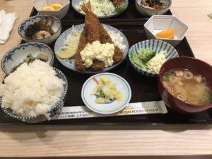 和光市(埼玉県)の駅ビルにある【さち福やCAFÉ】のエビフライ定食が旨い!