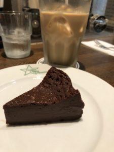 大宮にある【Oomiya Coffee Roasters(大宮コーヒーロースターズ)】のケーキ美味え、美味えよぉ