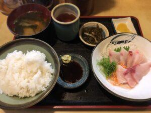 神保町にある定食屋【魚玉(うおたま)】の刺身定食美味すぎ!